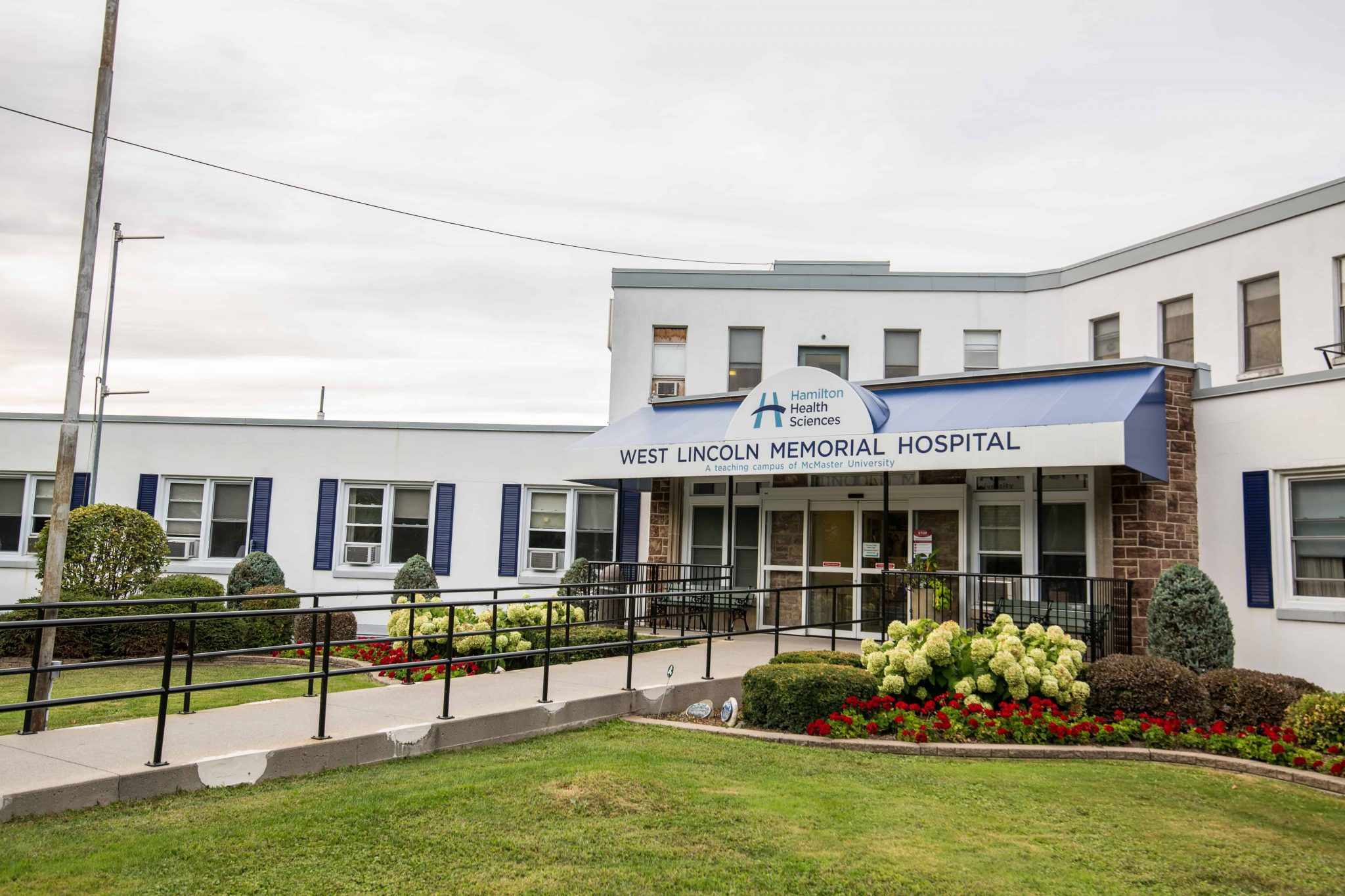 Front entrance of West Lincoln Memorial Hospital